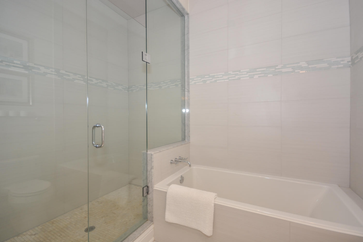 113 Paliser Ct Oakville ON L6K-large-027-18-Master Bedroom Ensuite-1500x1000-72dpi