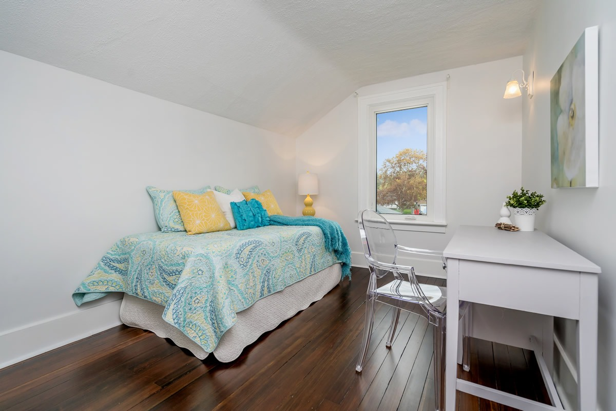 staging_28-Confederation-Street-Glen-print-027-30-Bedroom-2-4200x2800-300dpi